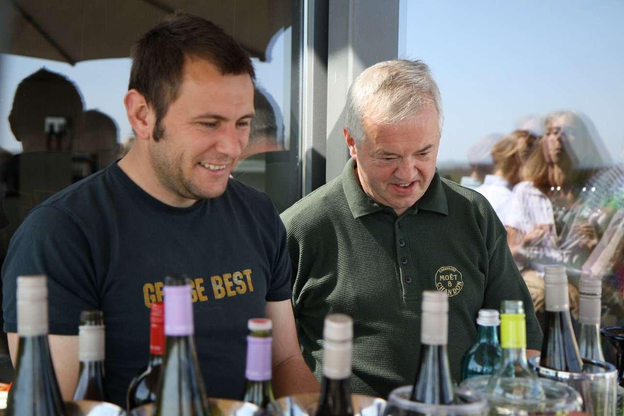 Kellermeister Wolfgang Grün und Inhaber Herbert Beltle vom Weingut Horcher
